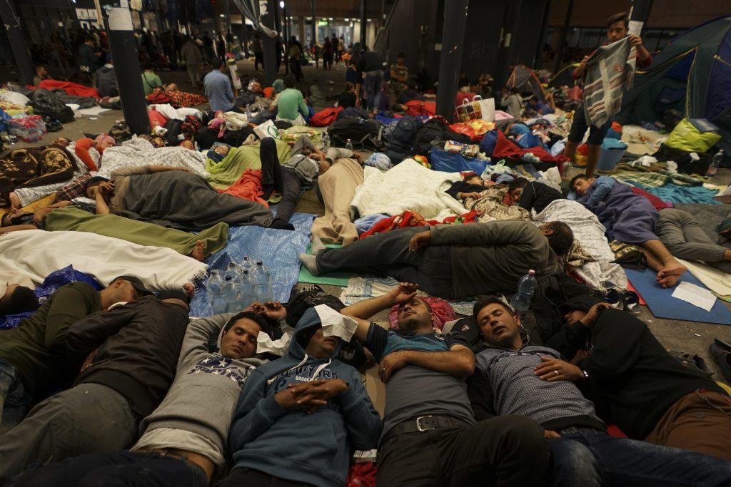 Almanya mülteci merkezlerine saldırı