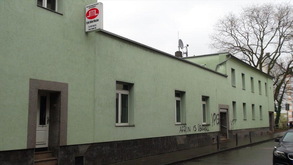 Köln ve Berlin'de cami ve restorana saldırı