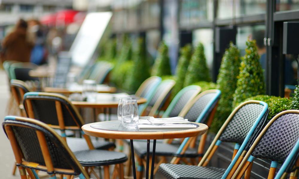 Fransa restoran başörtüsü
