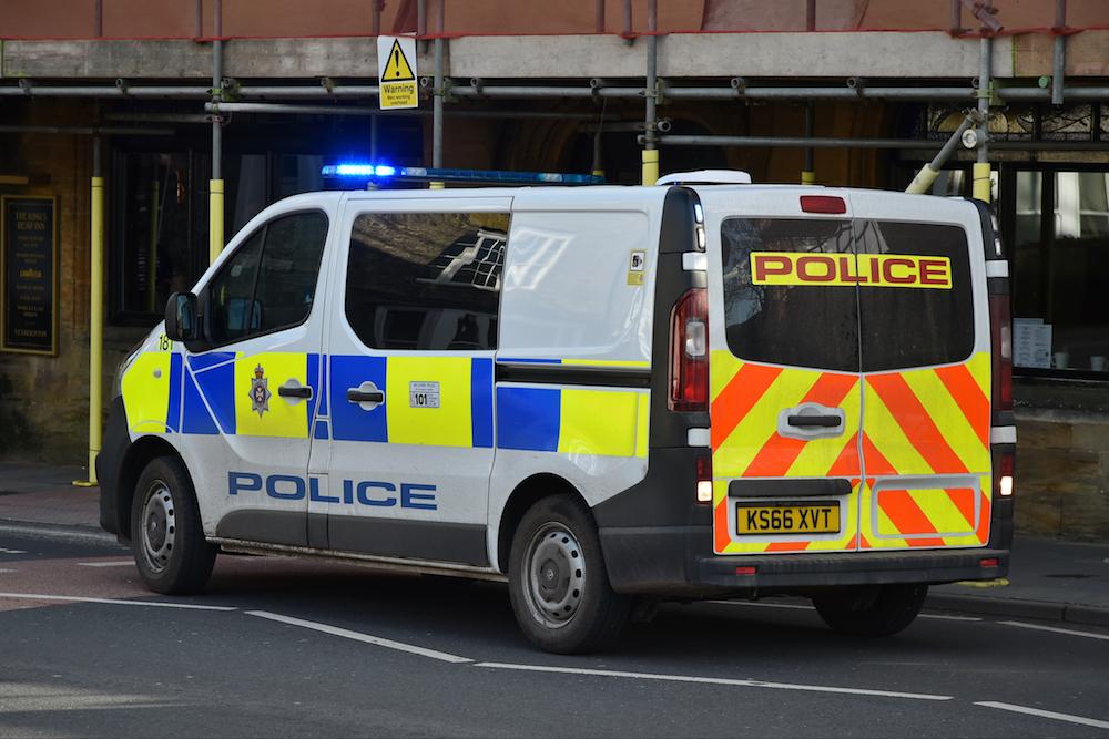 ingiltere polis gözaltı